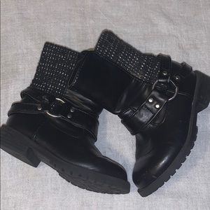 Cat and Jack Black zip up boots